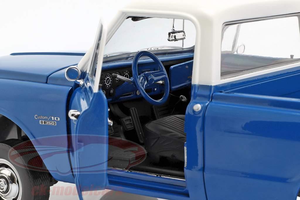 Chevrolet C-10 with Lift-Kit Baujahr 1970 blau / weiß 1:18 Greenlight