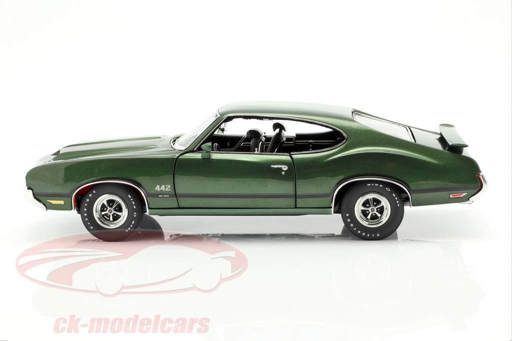 Oldsmobile 442 W-30 Baujahr 1970 grün / schwarz 1:18 GMP