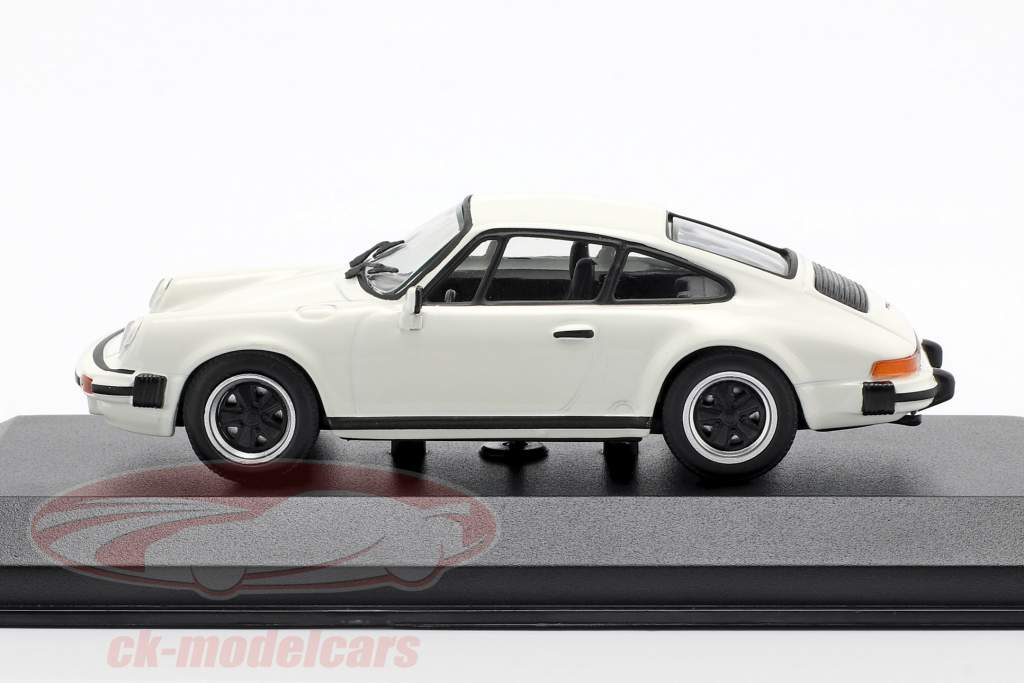 Porsche 911 SC Baujahr 1979 wit 1:43 Minichamps