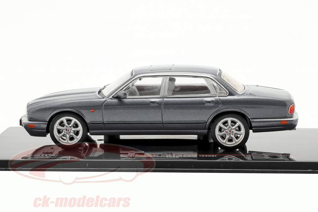 Jaguar XJ8 (X308) año de construcción 1998 gris oscuro 1:43 Ixo