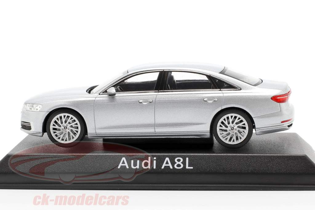 Audi A8L zilver 1:43 iScale