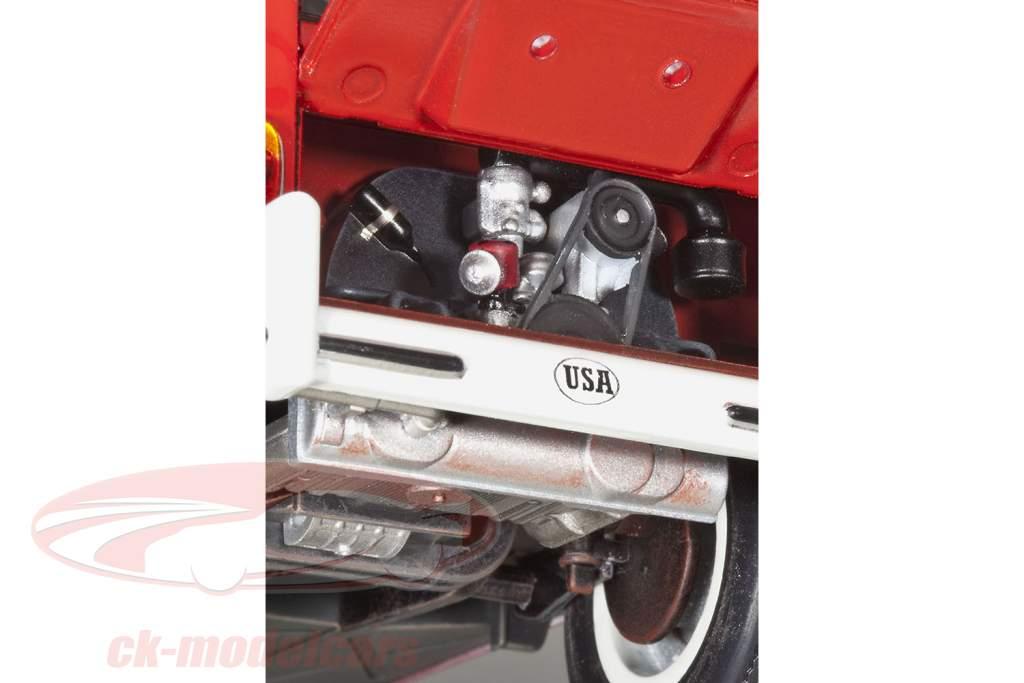 Volkswagen VW T1 Samba Bus kit 1:24 Revell
