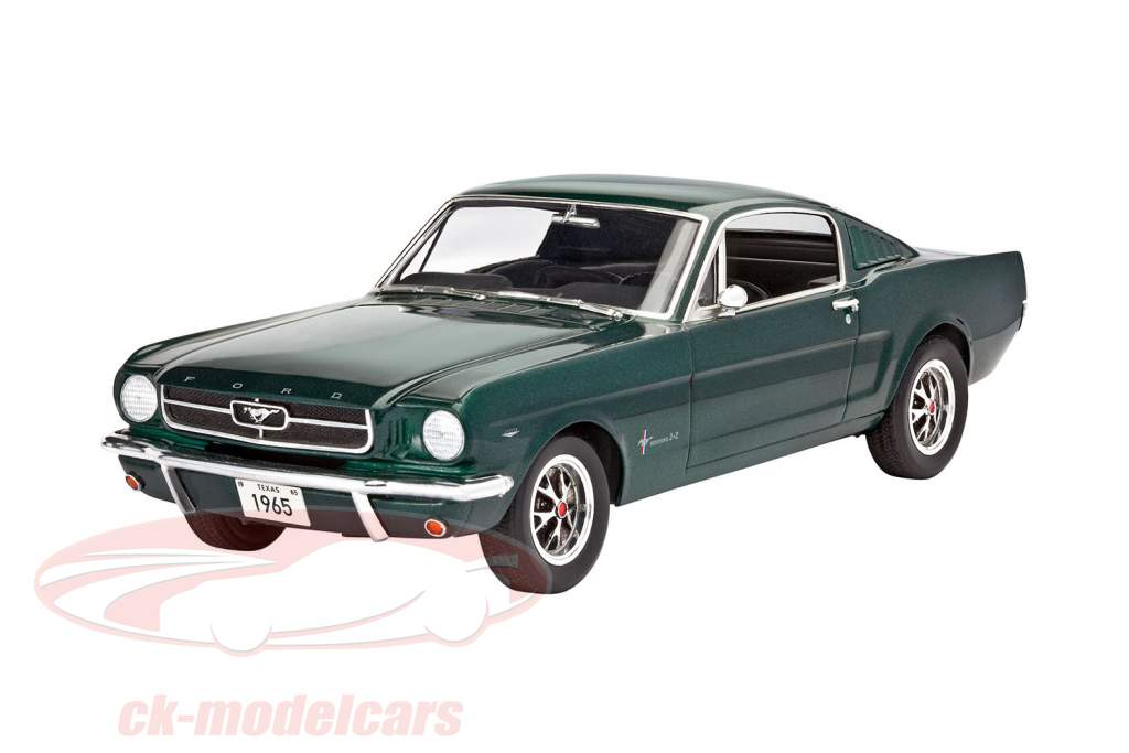 Ford Mustang 2 2 fastback equipo grün 1:24 Revell