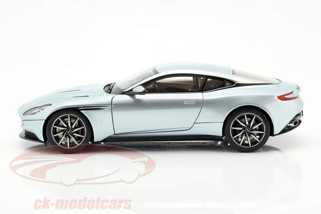 Aston Martin DB11 ano de construção 2017 Skyfall prata 1:18 AUTOart