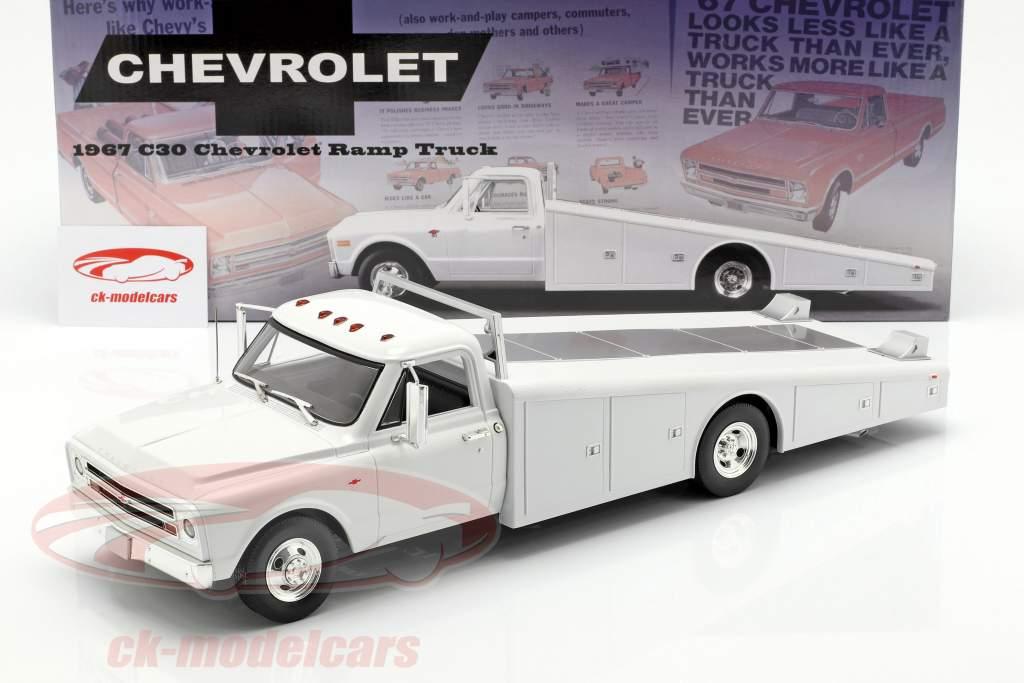 Chevrolet C-30 Ramp Truck Bouwjaar 1967 wit 1:18 GMP
