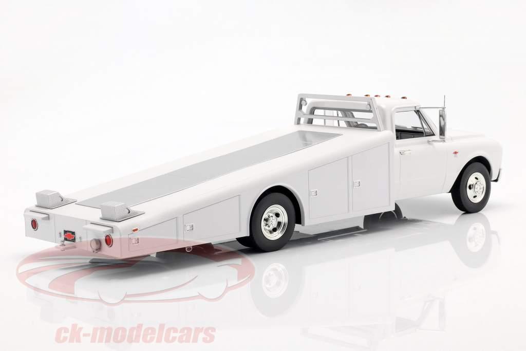 Chevrolet C-30 Ramp Truck year 1967 white 1:18 GMP