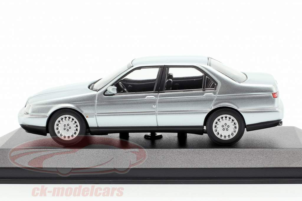 Alfa Romeo 164 3.0 V6 Super year 1992 silver metallic 1:43 Minichamps