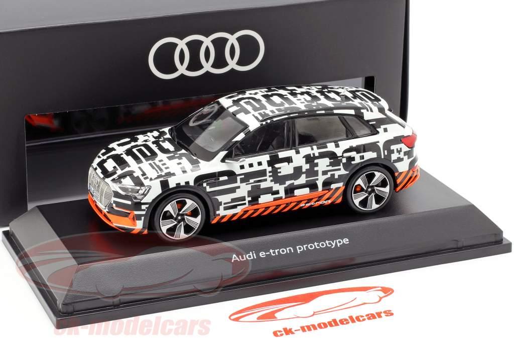 Audi e-tron prototipo bianco / nero 1:43 Spark