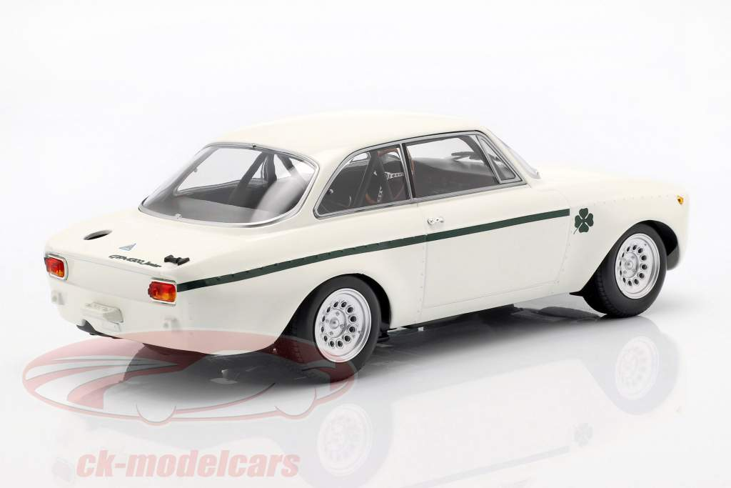 Alfa Romeo GTA 1300 Junior año de construcción 1971 blanco / verde oscuro 1:18 Minichamps