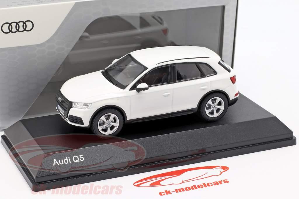 Audi Q5 ibis wit 1:43 iScale
