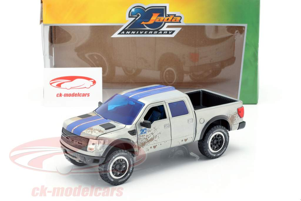 Ford F-150 SVT Raptor costruito nel 2011 argento / grigio 1:24 Jada Toys
