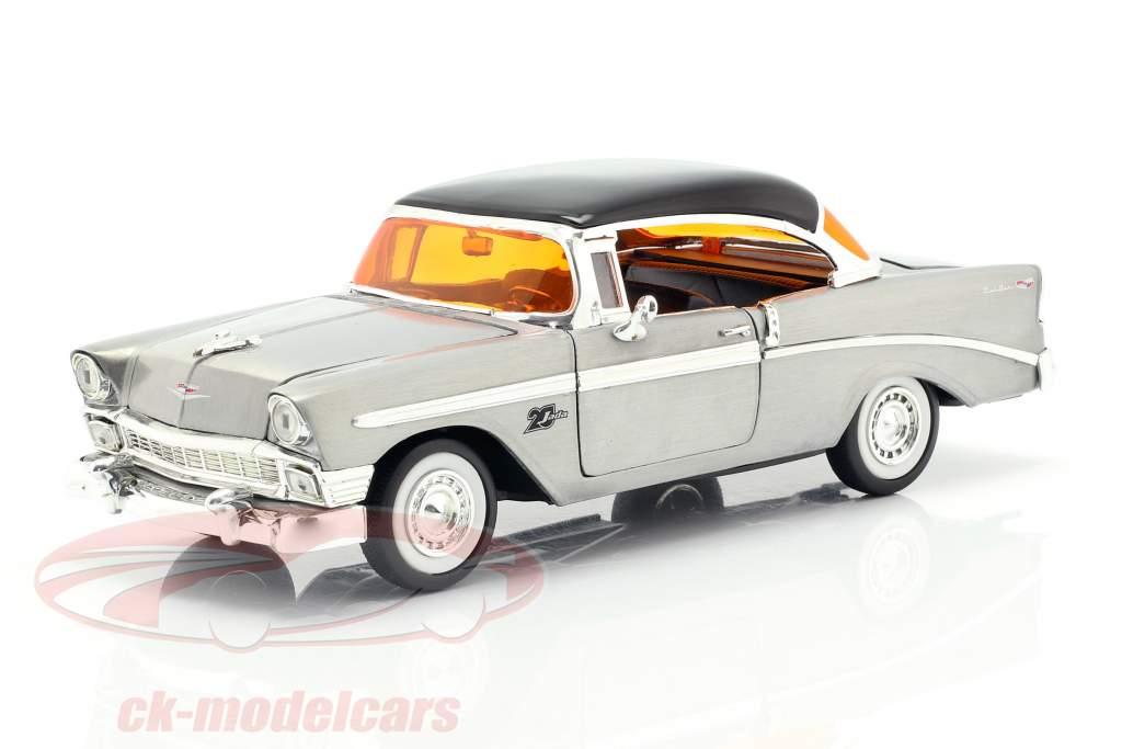Chevy Bel Air año de construcción 1956 gris plata / negro 1:24 Jada Toys