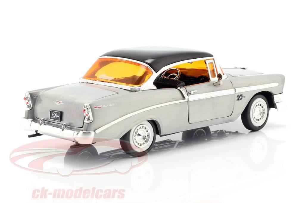 Chevy Bel Air Bouwjaar 1956 zilvergrijs / zwart 1:24 Jada Toys
