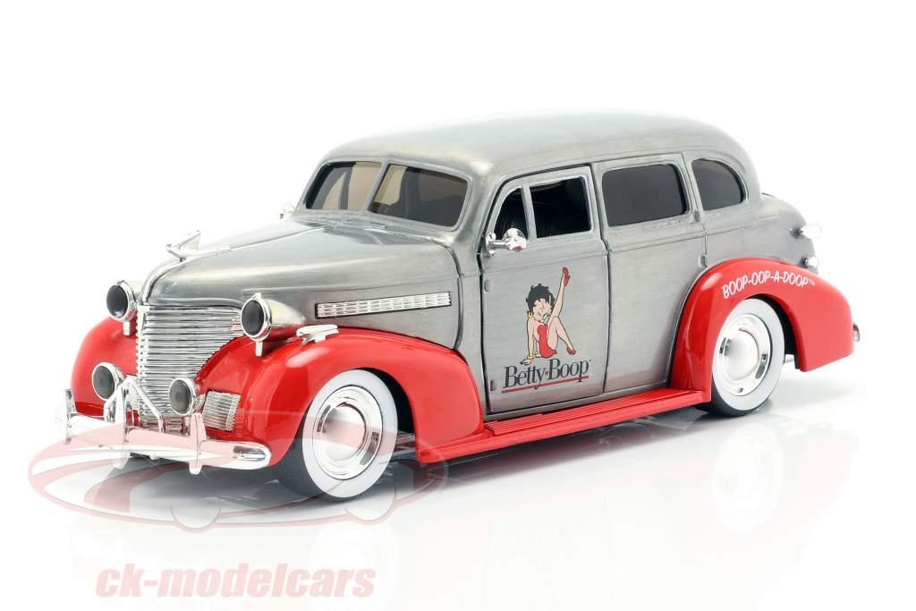 Chevy Master Deluxe Betty Boop année de construction 1939 gris argenté / rouge 1:24 Jada Toys