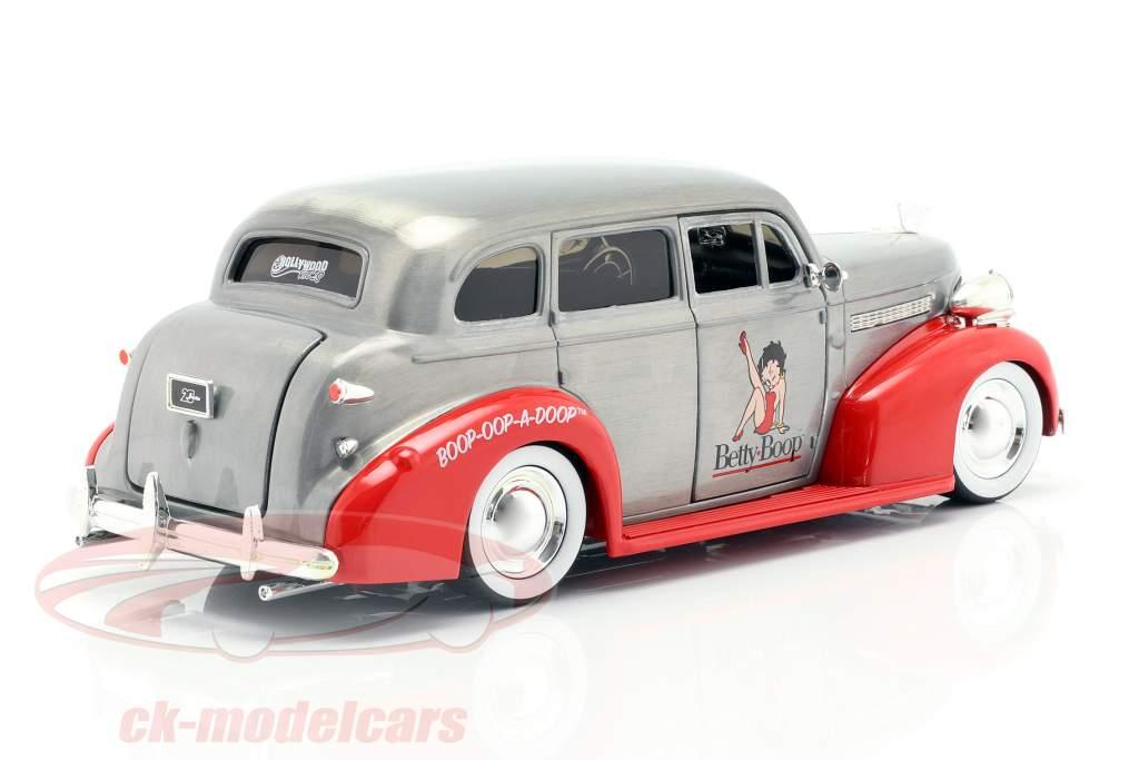 Chevy Master Deluxe Betty Boop Opførselsår 1939 sølvgrå / rød 1:24 Jada Toys