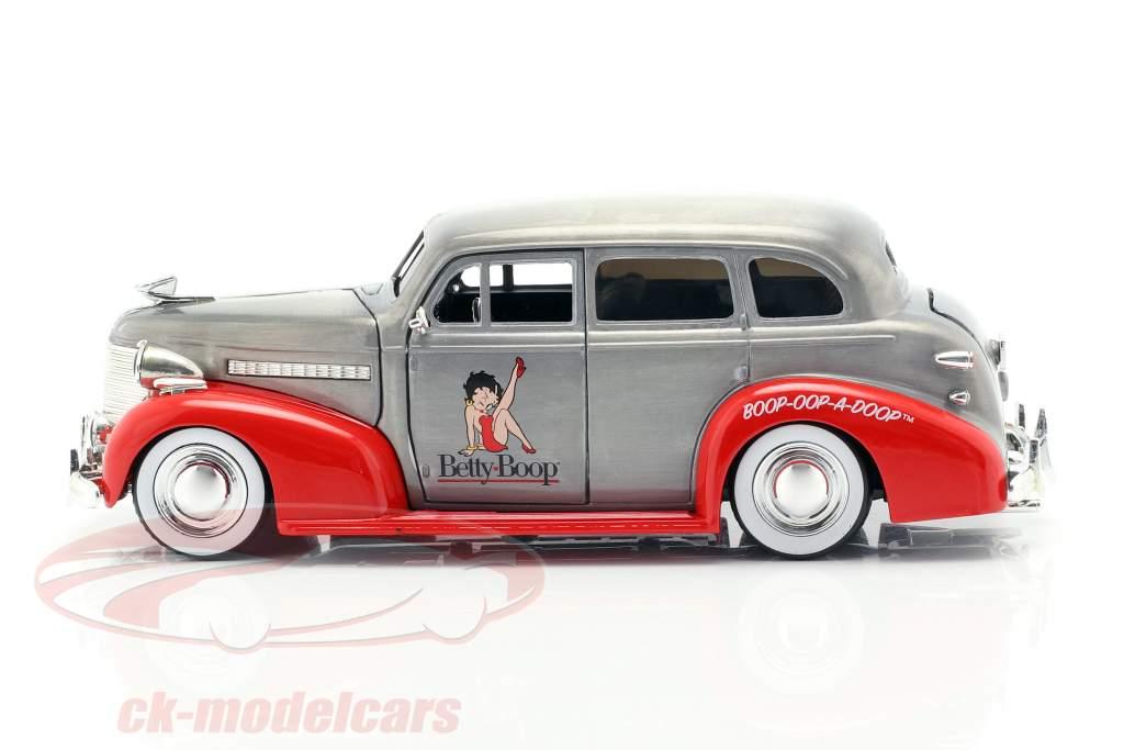 Chevy Master Deluxe Betty Boop ano de construção 1939 cinza prata / vermelho 1:24 Jada Toys