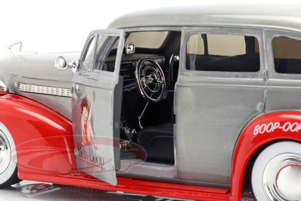 Chevy Master Deluxe Betty Boop Baujahr 1939 silbergrau / rot 1:24 Jada Toys