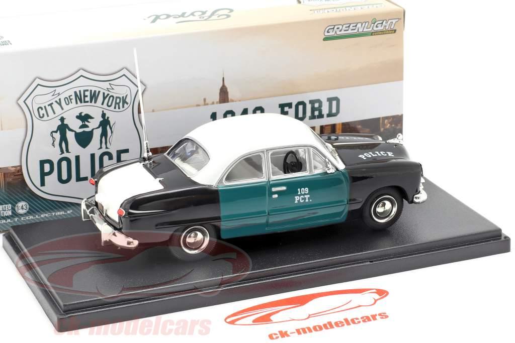 Ford NYPD año de construcción 1949 verde / negro / blanco 1:43 Greenlight