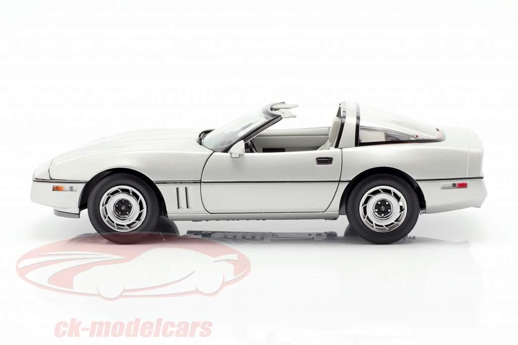 Chevrolet Corvette C4 año de construcción 1984 plata metálico 1:18 Greenlight