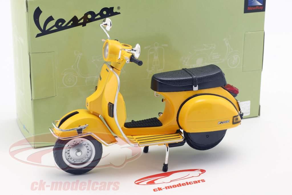 Vespa P200E del Bouwjaar 1978 geel 1:12 NewRay