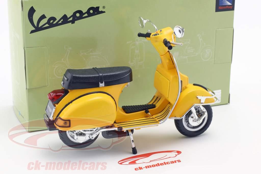 Vespa P200E del année de construction 1978 jaune 1:12 NewRay