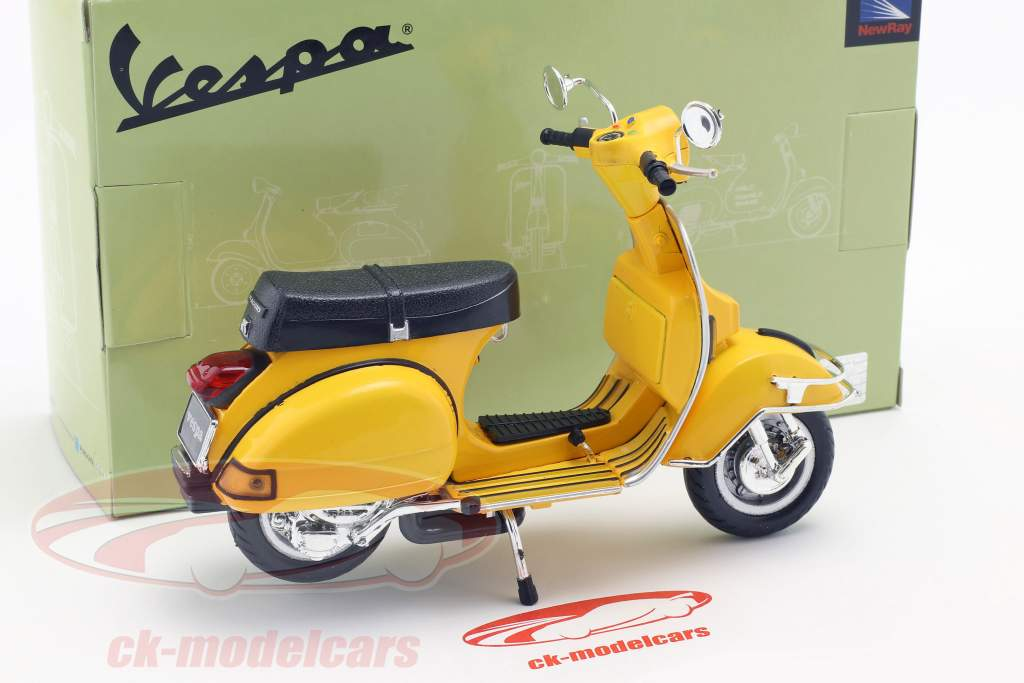 Vespa P200E del Opførselsår 1978 gul 1:12 NewRay