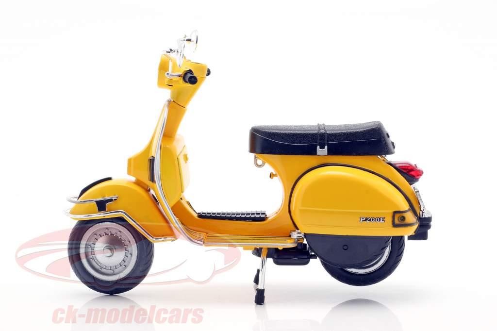 Vespa P200E del year 1978 yellow 1:12 NewRay