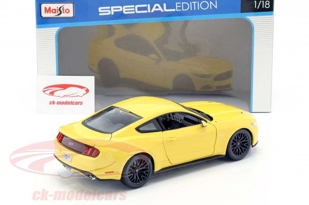 Ford Mustang år 2015 gul 1:18 Maisto