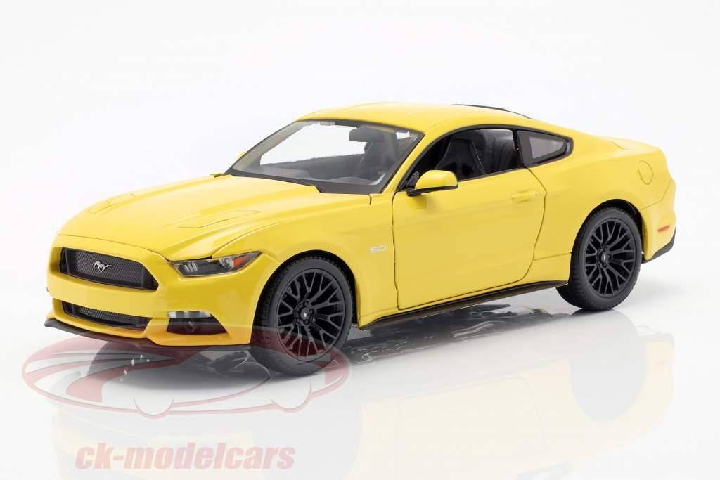 Ford Mustang anno 2015 giallo 1:18 Maisto