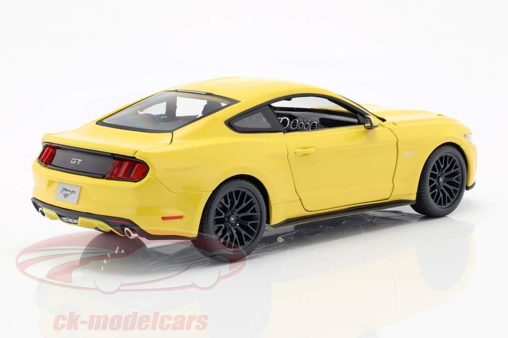 Ford Mustang Year 2015 yellow 1:18 Maisto