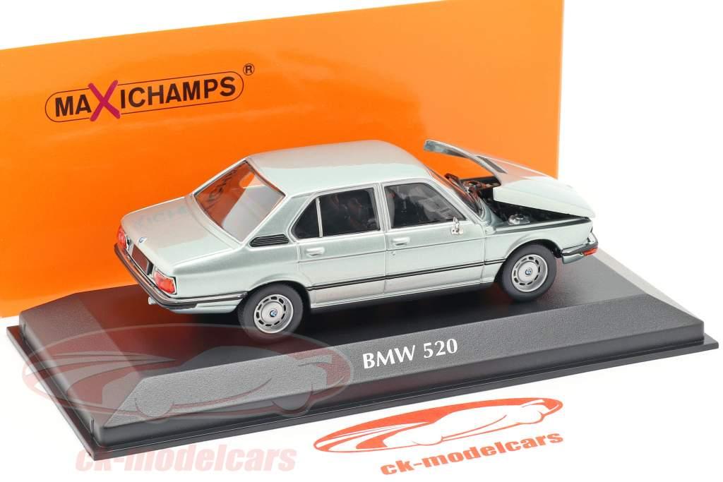 BMW 520 E12 ano de construção 1974 azul claro metálico 1:43 Minichamps