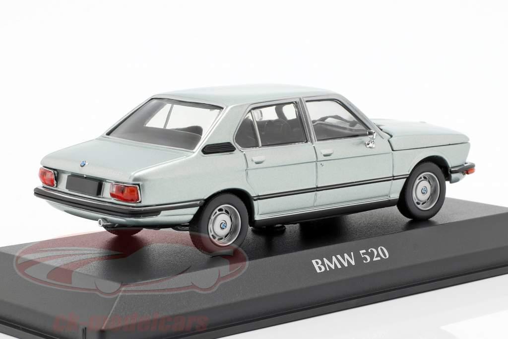 BMW 520 E12 Bouwjaar 1974 lichtblauw metalen 1:43 Minichamps