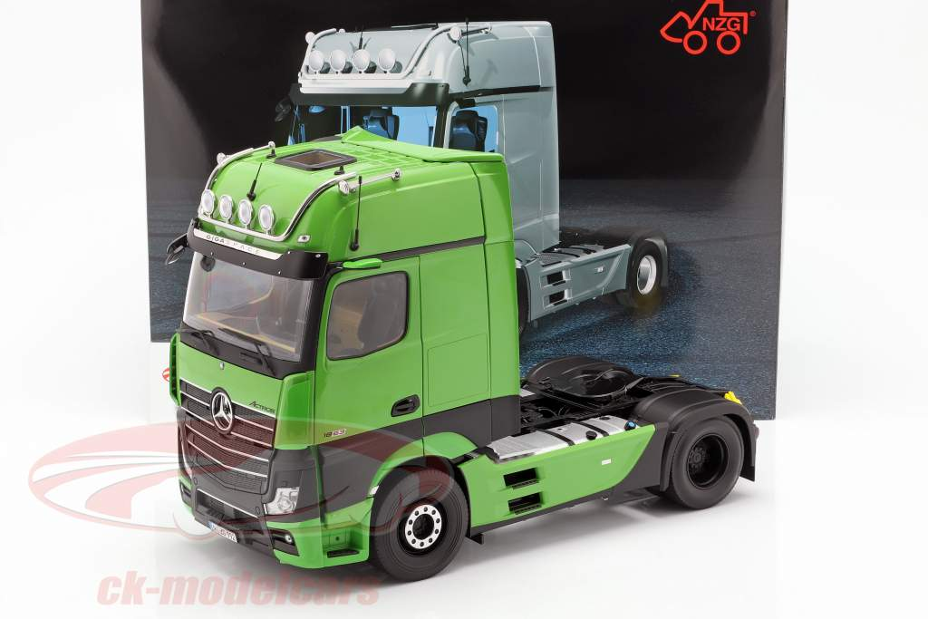 Mercedes-Benz Actros Gigaspace 4x2 Truck Facelift 2018 green 1:18 NZG