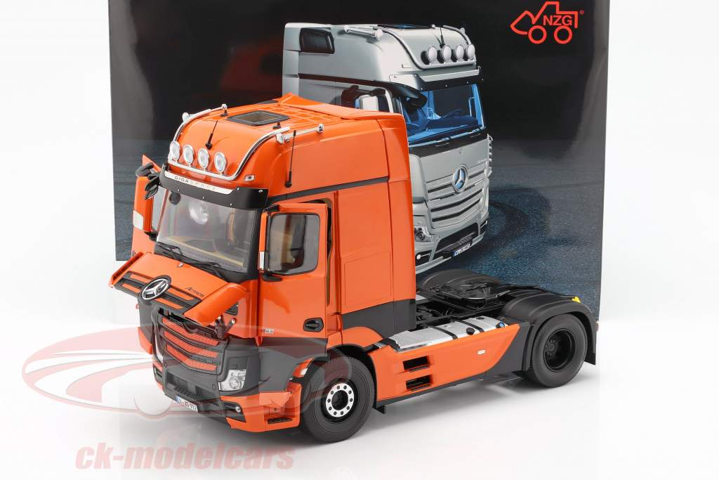 Mercedes-Benz Actros Gigaspace 4x2 camion Facelift 2018 orange 1:18 NZG