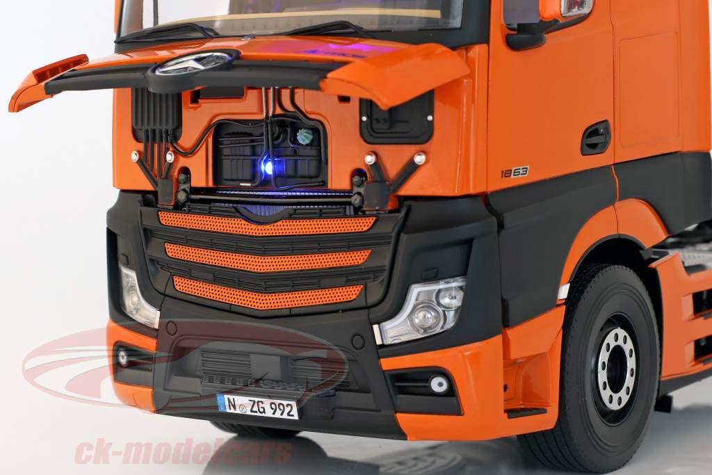 Mercedes-Benz Actros Gigaspace 4x2 caminhão Facelift 2018 laranja 1:18 NZG