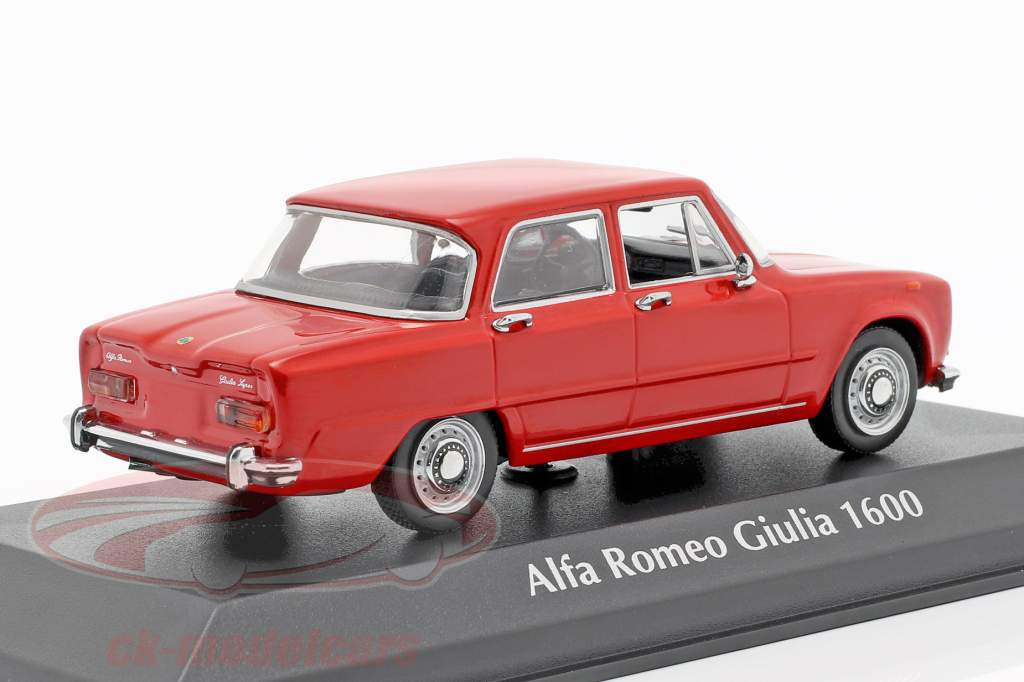Alfa Romeo Giulia 1600 Bouwjaar 1970 rood 1:43 Minichamps