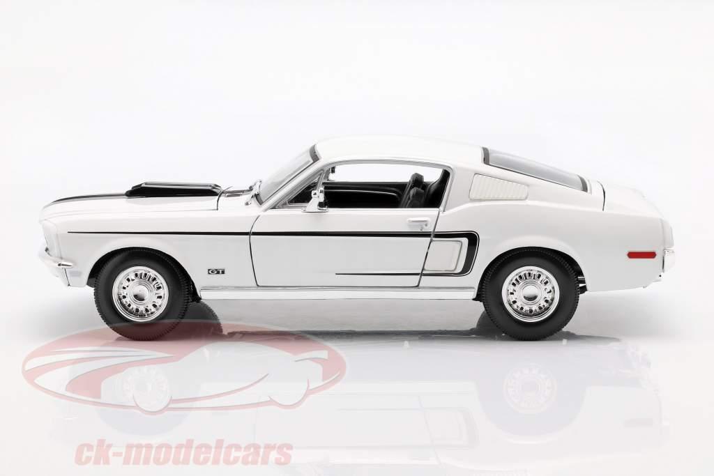 Ford Mustang GT Cobra Jet Year 1968 white 1:18 Maisto