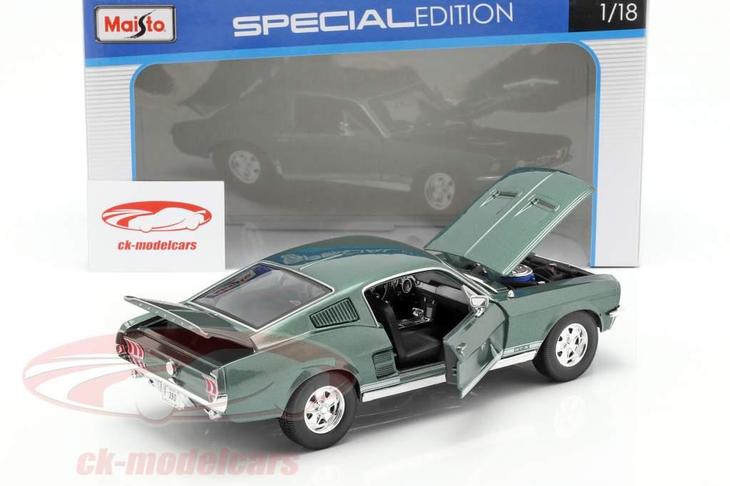 Ford Mustang Fastback GTA Jaar 1967 groen 1:18 Maisto