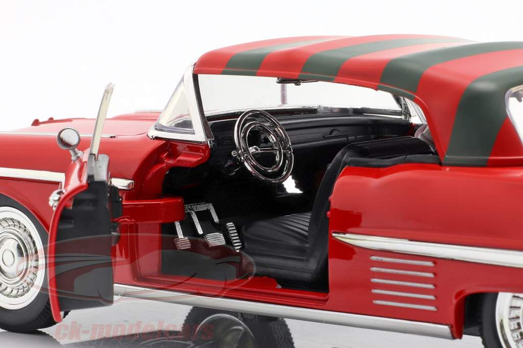 Cadillac Series 62 Opførselsår 1958 med Freddy Krueger figur rød 1:24 Jada Toys