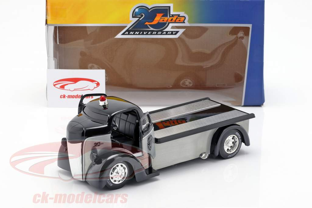 Ford COE Flatbed Truck year 1947 silver / black 1:24 Jada Toys