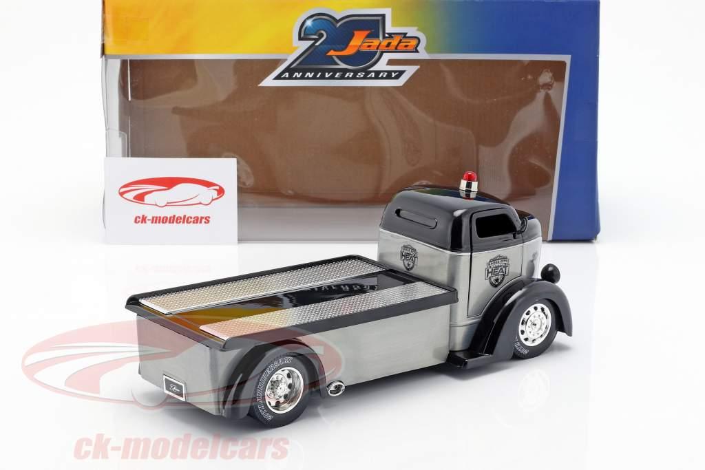 Ford COE Flatbed Truck anno di costruzione 1947 argento / nero 1:24 Jada Toys
