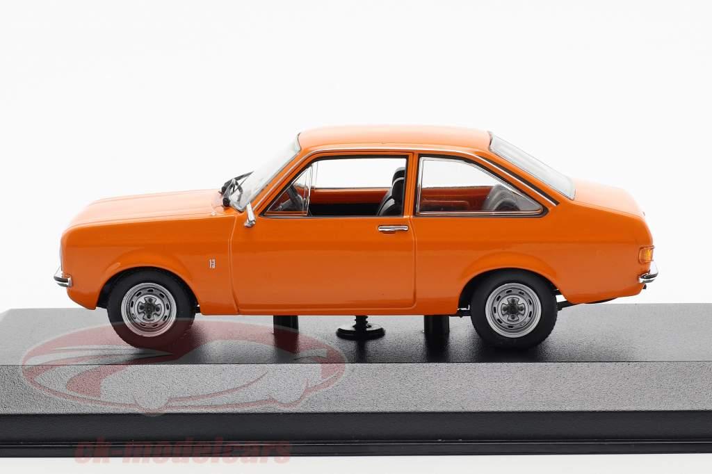 Ford Escort année de construction 1975 orange 1:43 Minichamps
