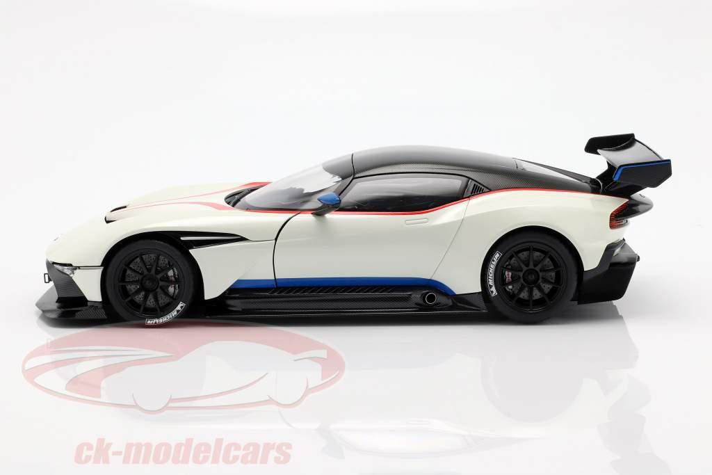 Aston Martin Vulcan year 2015 stratus white 1:18 AUTOart