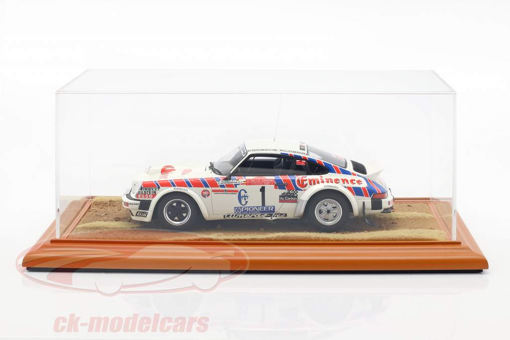 High quality acrylic display case with diorama basePlate Desert Road 1:18 Atlantic