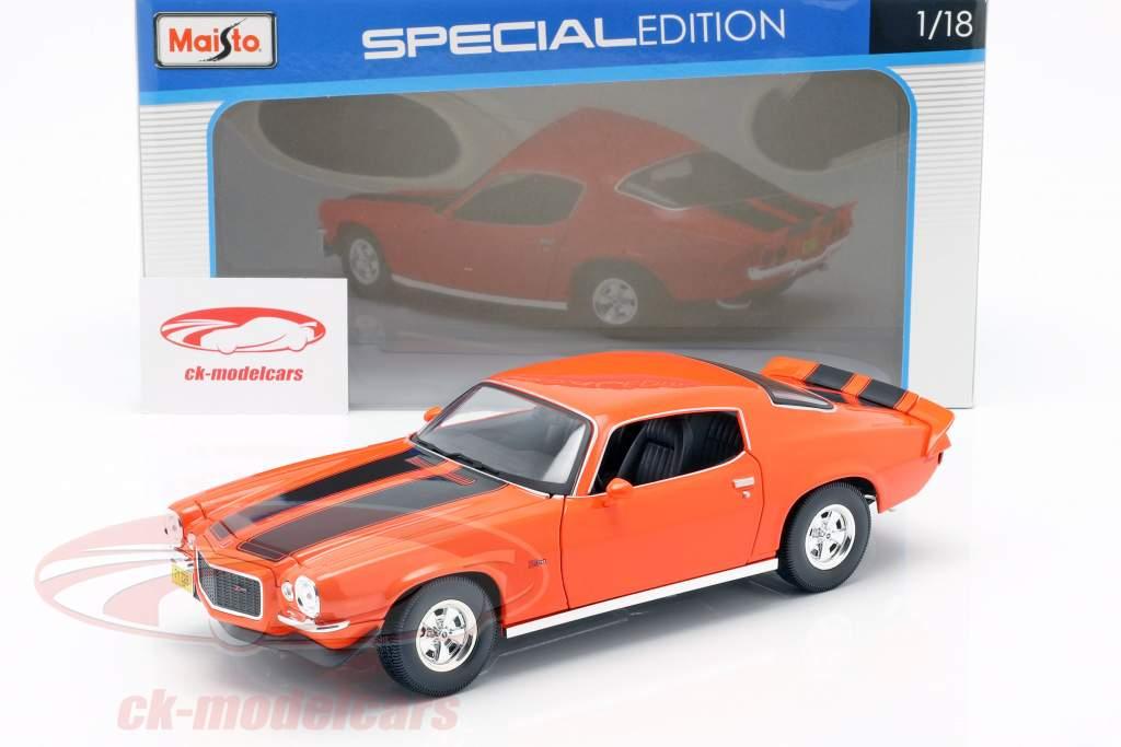Chevrolet Camaro year 1971 orange / black 1:18 Maisto
