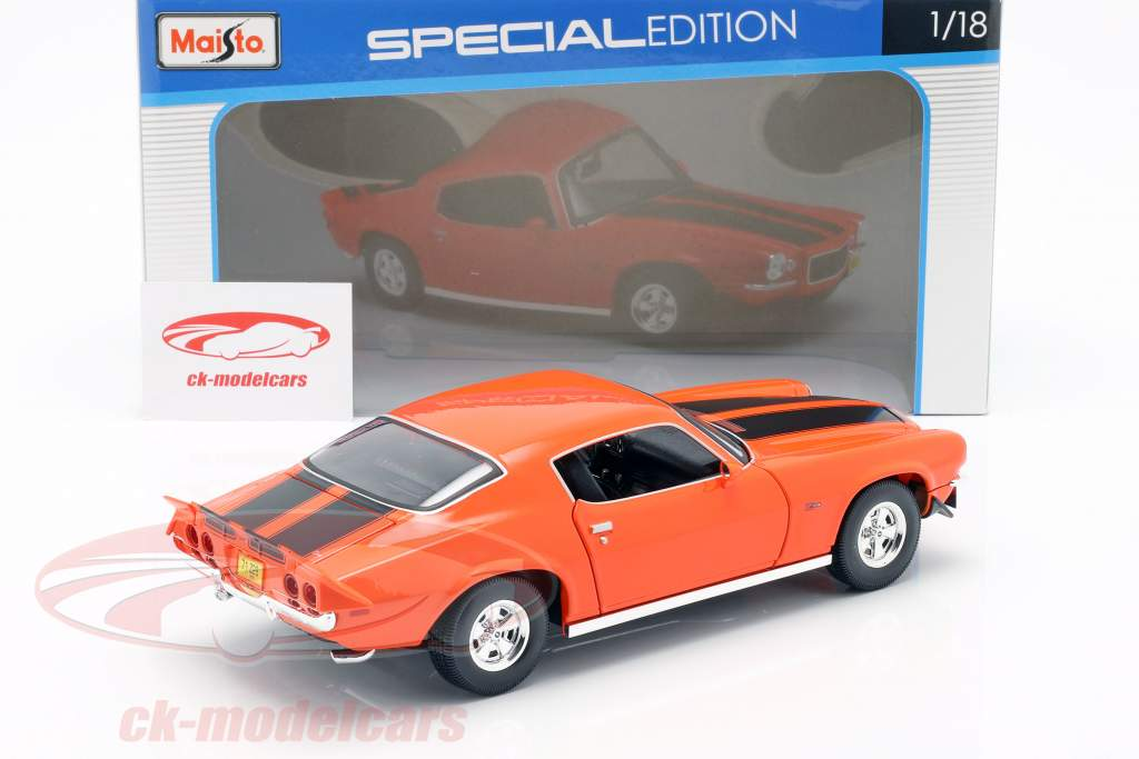 Chevrolet Camaro anno di costruzione 1971 arancione / nero 1:18 Maisto