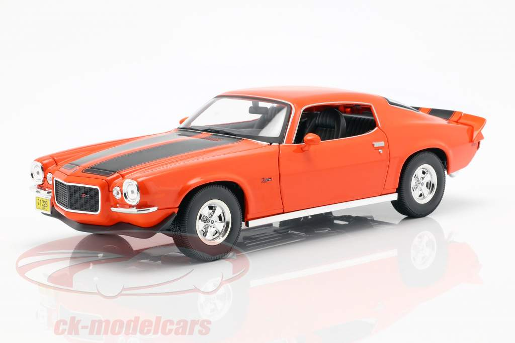Chevrolet Camaro ano de construção 1971 laranja / preto 1:18 Maisto