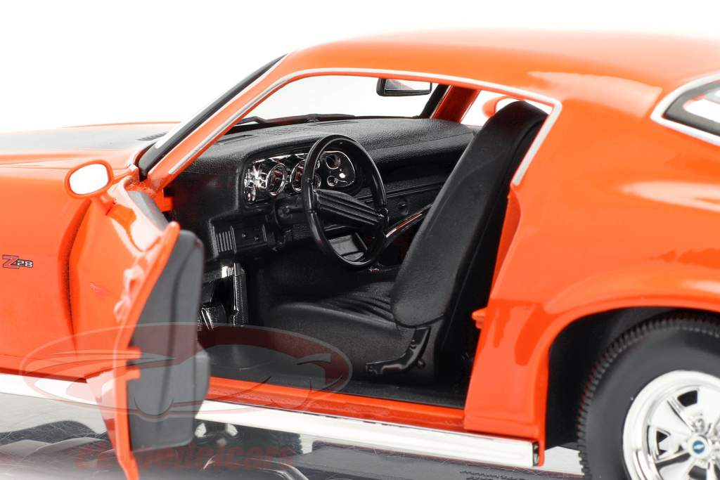 Chevrolet Camaro Bouwjaar 1971 oranje / zwart 1:18 Maisto