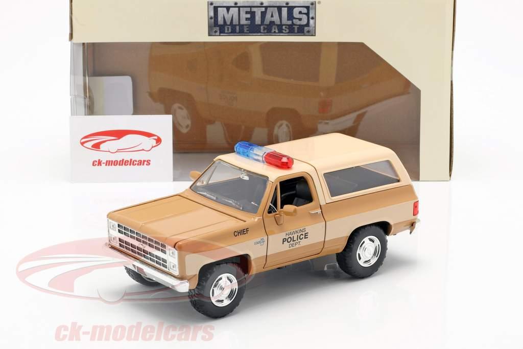 Hopper's Chevy Blazer com emblema da polícia série de TV Stranger Things marrom / bege 1:24 Jada Toys