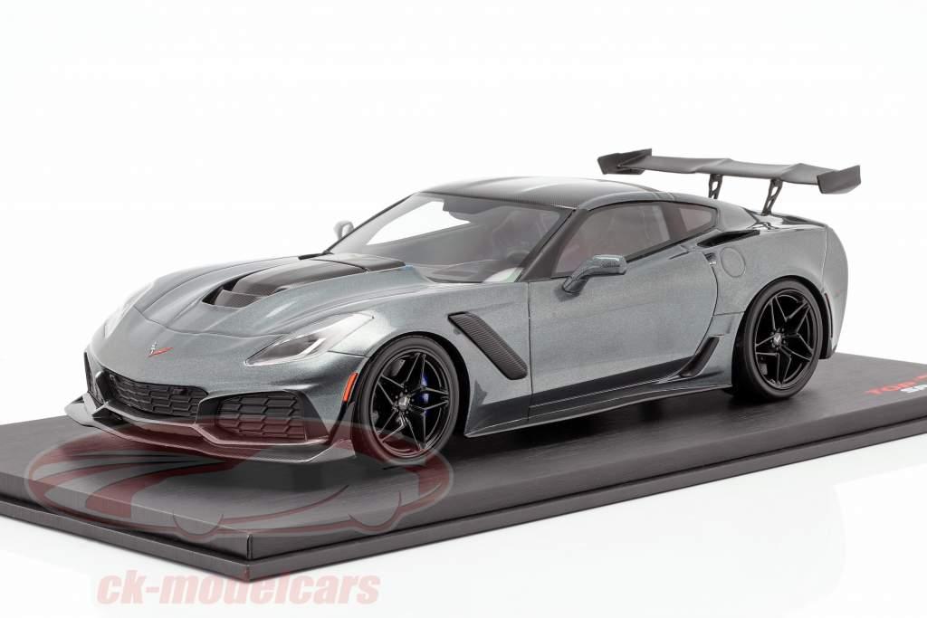 Chevrolet Corvette ZR-1 anno di costruzione 2018 ombra grigio metallico 1:18 TrueScale